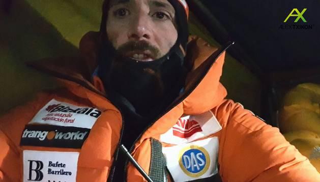 Txikon en una de las fotos subidas a sus redes sociales durante el intento de ascensión