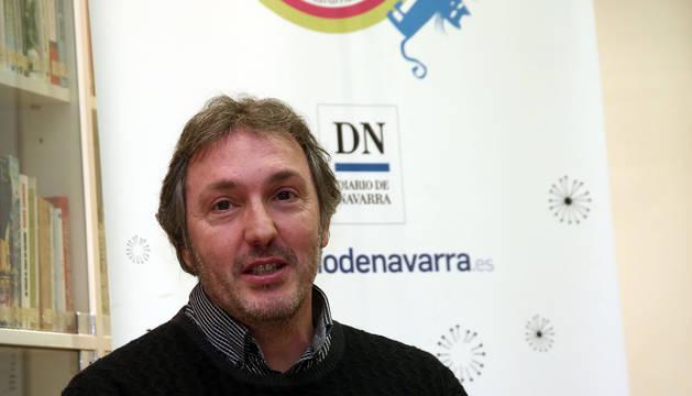 Carlos Zanón en el club de lectura de Diario de Navarra