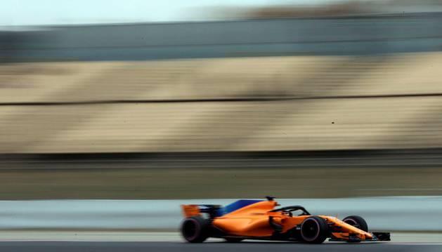 El piloto belga de McLaren, Stoffel Vandoorne, durante la segunda jornada de entrenamientos oficiales