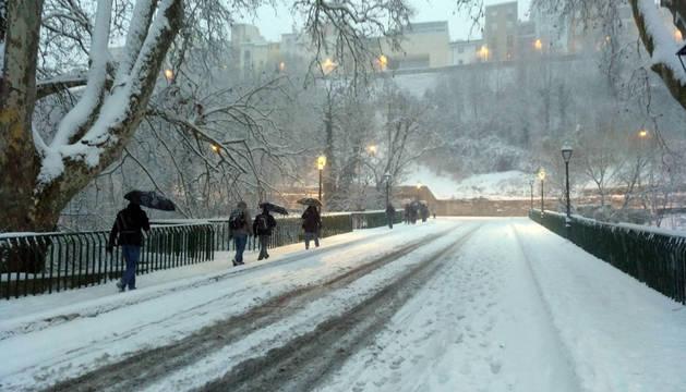 La nieve llega a Navarra con contundencia
