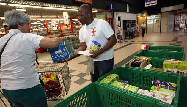 Campaña de recogida de alimentos para desayunos de Cruz Roja