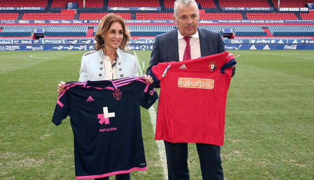 Lupardo y Canal posan con las nuevas camisetas