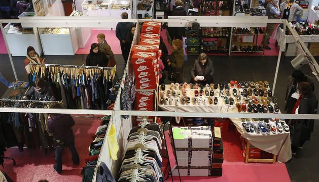 Miles de visitantes se acercaron a Baluarte, donde se pueden encontrar 'stands' que ofrecen artículos con descuentos