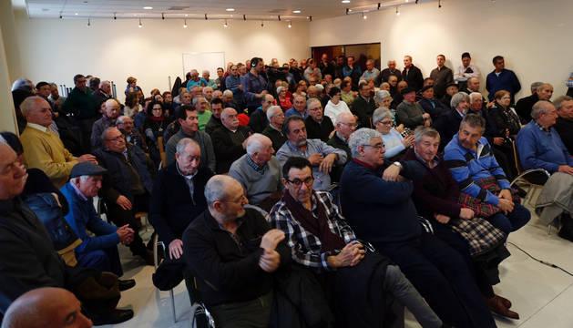 Asistentes a la reunión que se celebró en la sala polivalente del Ayuntamiento de Ribaforada.