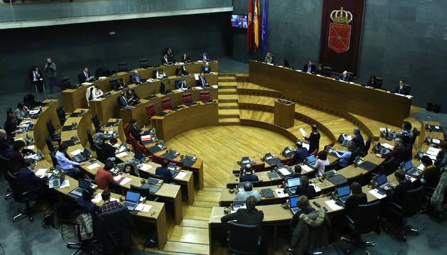 Vista del hemiciclo del Parlamento foral, durante la celebración de un pleno reciente.