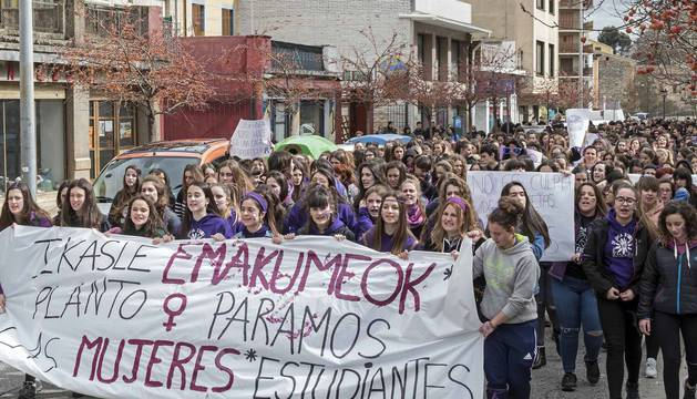 Manifestación por la mujer en Estella