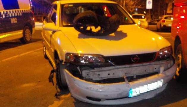 Encontrado joven de 21 años ebrio con su vehículo dañado e inmovilizado en Esquiroz