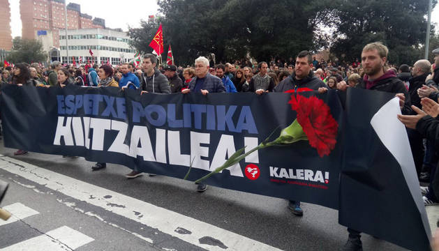 Imagen de la concentración en Pamplona tras la muerte del etarra Xabier Rey.