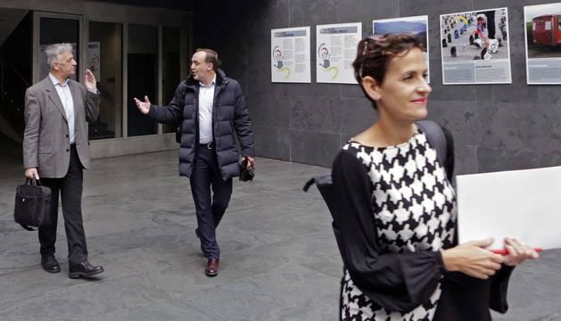 Martínez (Geroa Bai) y Esparza (UPN) hablan en el Parlamento.
