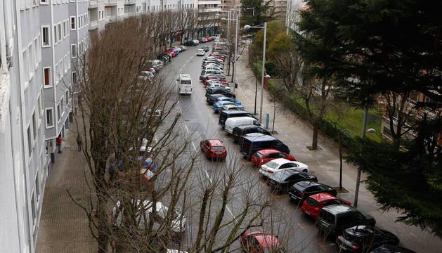 A la izquierda de la imagen, los árboles de la avenida Sancho el Fuerte que el Ayuntamiento prevé ir sustituyendo de forma paulatina por otros de menor porte.