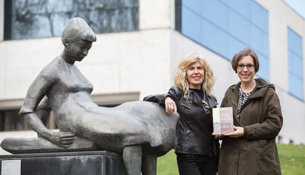 En la imagen, de izda. a dcha, las investigadoras Lucía Pellejero Goñi y Nieves Ledesma Marín.