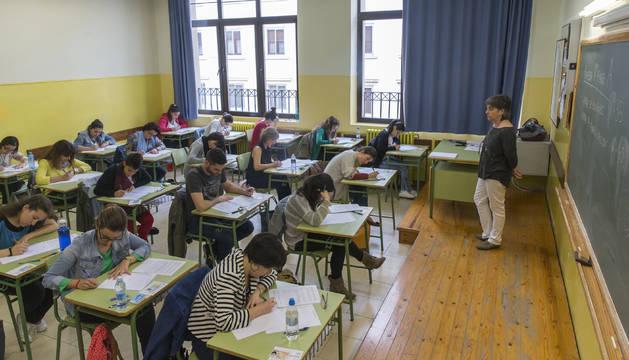 Aspirantes realizan las pruebas de la OPE de Educación en el año 2016.