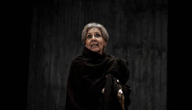 Concha Velasco interpretando a Juana, la loca