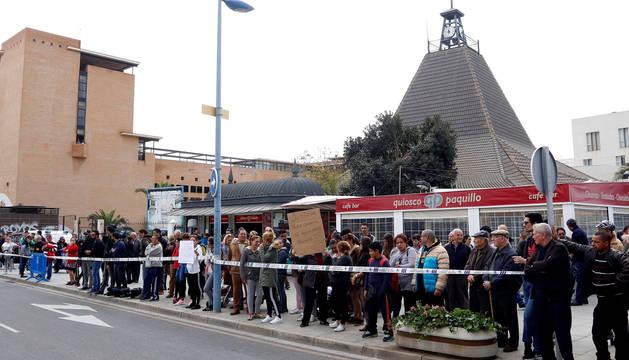 Numerosas personas se han concentrado esta mañana ante las puertas de los juzgados de Almería para pedir justicia para Gabriel después de que Ana Julia Quezada