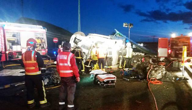 Muere un camionero en un accidente que corta el tráfico de la  AP-15 en sentido sur