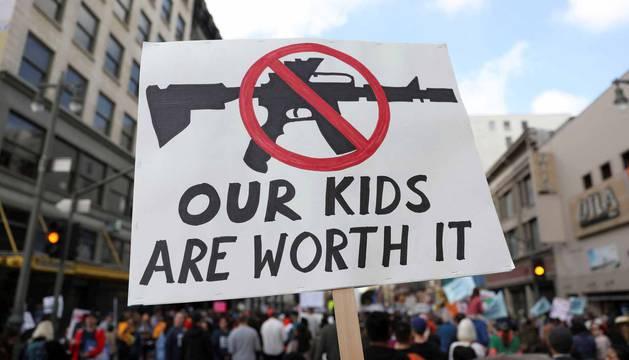 Reclaman medidas férreas contra las armas tras el tiroteo de Parkland