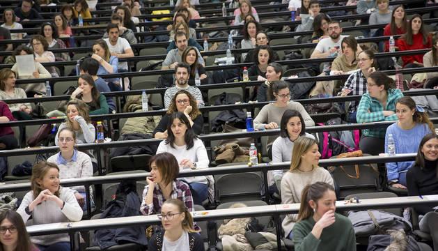 Aspirantes a la oposición de Enfermería el pasado sábado, en las aulas de la Universidad Pública de Navarra.