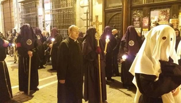 El arzobispo don Francisco Pérez acompañando la procesión del San Entierro