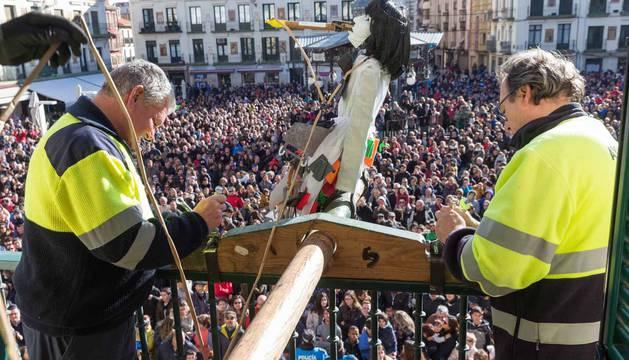Imágenes de esta fiesta que se celebra el Sábado Santo en la plaza de los Fueros.
