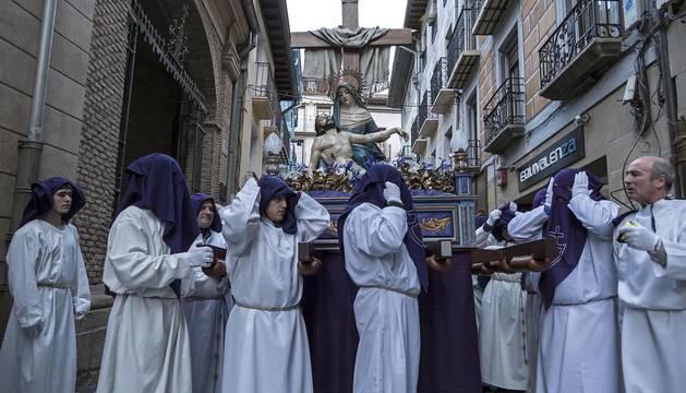 Imágenes de la procesión de Viernes Santo en Estella.