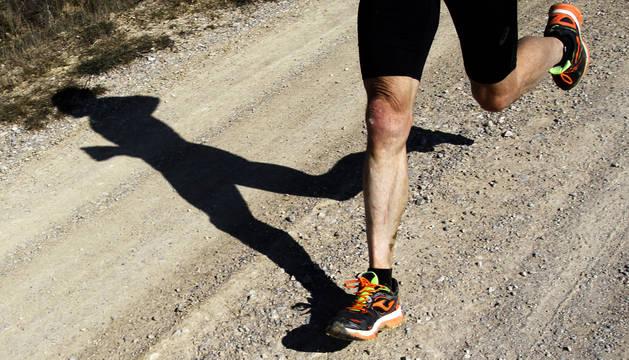 Un corredor durante la práctica deportiva.