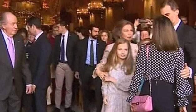 Imagen del momento de tensión en la catedral de Palma.