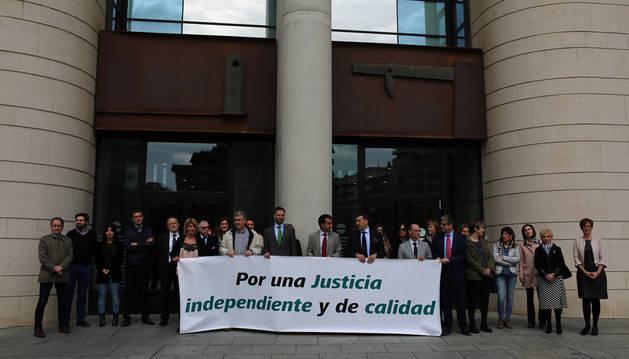 Jueces y fiscales exigen en Pamplona