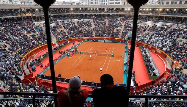 Vista general de la plaza de toros de Valencia durante el partido de dobles de la segunda jornada de la eliminatoria España-Alemania