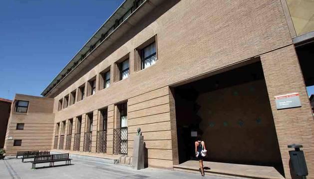 Imagen de la sede de la Escuela Oficial de Idiomas, en la calle Compañía de Pamplona.