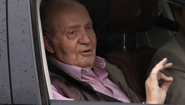 El Rey Juan Carlos, a la salida este martes del Hospital Universitario Sanitas La Moraleja