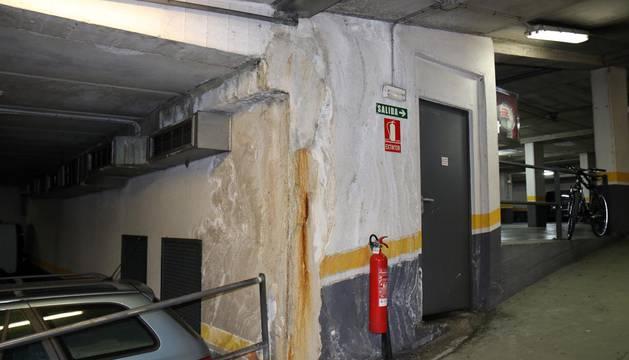 El aparcamiento de la calle Compañía de Pamplona sufre desde hace años filtraciones, que ahora llegan al cuadro eléctrico.