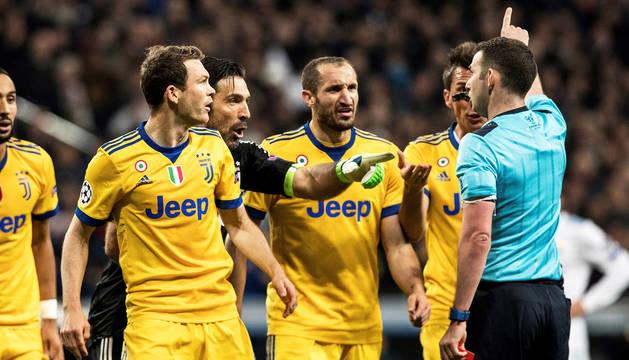 La prensa debate sobre el pase del Real Madrid: robo, pánico o fue penalti