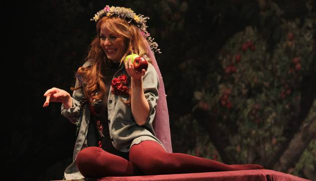María Adánez, en una escena de 'Lulú', una historia contada desde dos puntos de vista diferentes.