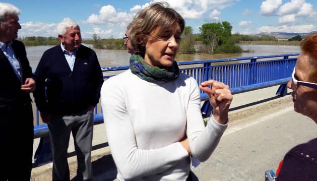 La ministra Tejerina aplaude el control de la riada en Navarra