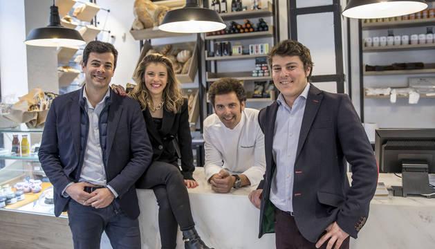 Paulino ensaya en Pamplona  el 'telepizza' elegante del pollo