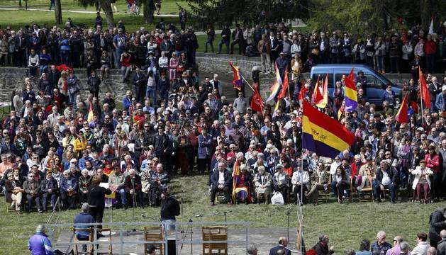 Imágenes del acto celebrado en la Vuelta del Castillo de Pamplona con motivo de la conmemoración de la instauración de la II República.