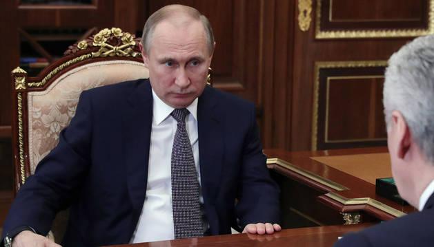 Vladimir Putin en un encuentro este sábado con el alcalde de Moscú, Sergei Sobyanin.