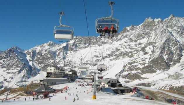 Una estación de esquí en el valle deAosta, en los Alpes.