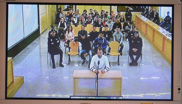 Monitor de la sala de prensa de la Audiencia Nacional durante el juicio por las agresiones de Alsasua.