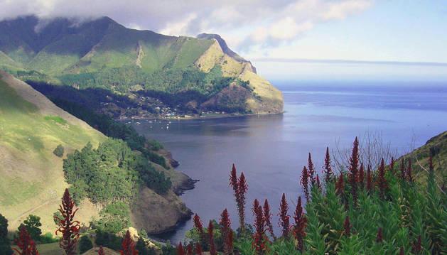Imagen de una isla en el océano Pacífico.