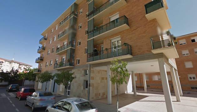 Desalojada una familia al hundirse parte del tejado de su vivienda en Estella