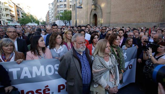 Imagen de la concentración celebrada hoy en apoyo a los guardias civiles agredidos en Alsasua
