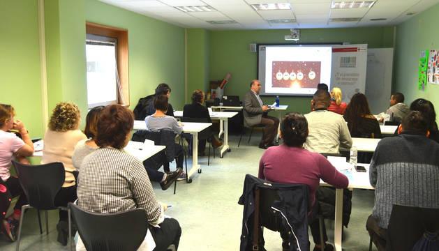 """Javier Morrás, asociado de Aedipe Navarra, durante una de las sesiones tituladas """"Training entrevistas""""."""