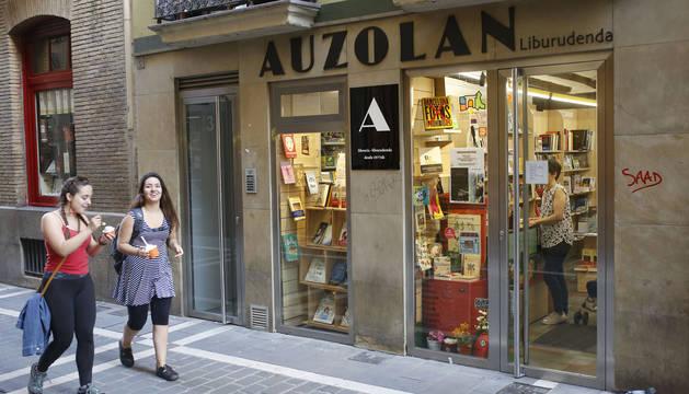 La librería Auzolan cierra tras 41 años de actividad
