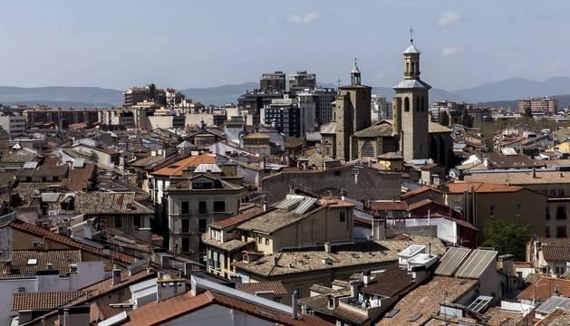 Los Campaneros de la Catedral de Pamplona tañeron ayer los bronces de la seo y los de otras cuatro iglesias del Casco Antiguo, dentro de una iniciativa europea para lograr que la Unesco declare el toque manual Patrimonio Inmaterial