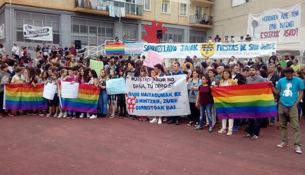 foto de Concentración realizada este sábado en San Jorge en contra de las agresiones homófobas.