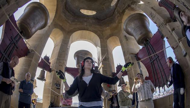 Eunate Corcuera Caballín, 18 años, campanera desde 2011, cuando se restauraron las campanas de la catedral.