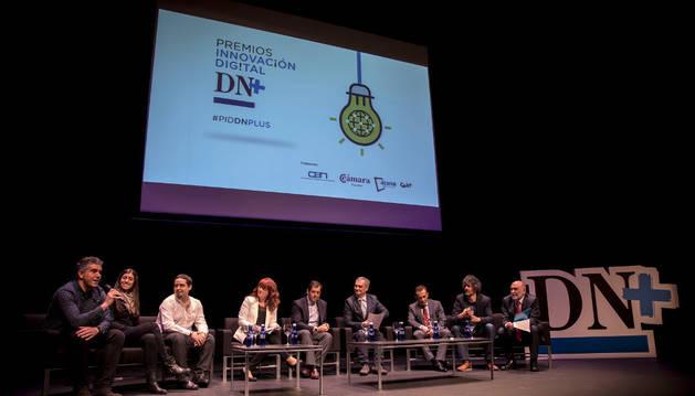 Integrantes de la mesa redonda de la primera edición de los Premios de Innovación Digital DN+ celebrada en Baluarte.