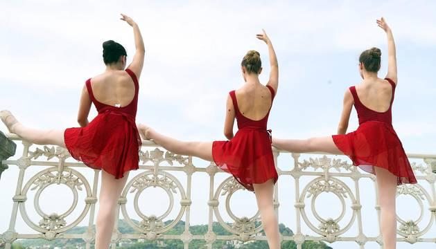 Esta cita para los jóvenes bailarines y bailarinas, que se lleva haciendo desde hace 21 años, se ha visto favorecida por un clima primaveral que ha acompañado unajornada más del Mes de la Danza de San Sebastián