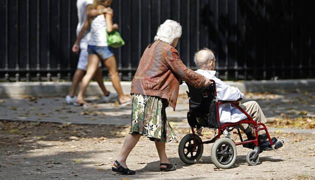 El sistema que sirve para calcular las ayudas a los dependientes perjudica a quienes precisan más cuidados.